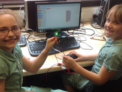 Y4 Using 'Crumble' to program night lights